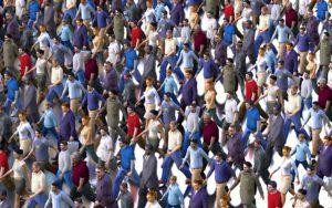混雑群衆-期間工のミカタ